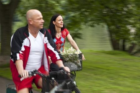 Gaeste auf fahrrad 46kb original 141192